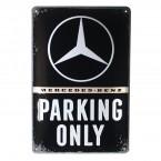 Muotoon leikattu metallikilpi, jossa on vain Mercedes-Benz Parking Nostalgic Art -motiivi