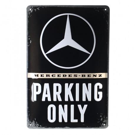 Tanda logam die-cut dengan motif Mercedes-Benz Parking Only Nostalgic Art
