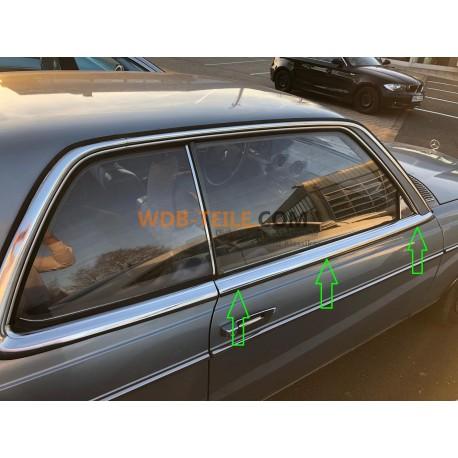 Regenstrip rubberen druiplijst op portier onder chromen sierstrip op rechter portier W123 C123 123 Coupe CE CD A1236901780